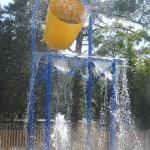 nouveau jeu d'eau...gros seau d'eau de 200L