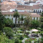 Het hotel gezien vanaf het hoogste punt van het park