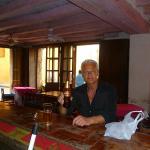 con una Club Colombia al banco bar