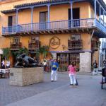 """vista del locale e della """"gorda"""" da piazza San Domingo."""