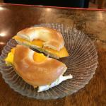 Cheddar-cheese omelette in a bagel ��