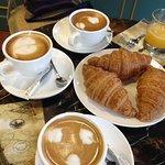 favorite croissant cafe set