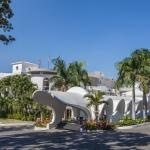 NH Haiti El Rancho Motor Lobby Day