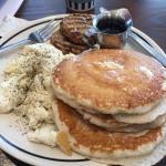 Pancakes, Egg Whites & Chicken Sausage