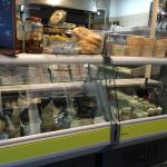 Attention changement  Place de Gaulle a chinon toujours  Il font aussi épicerie  Très très bon e