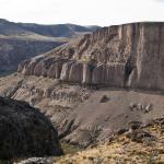 Vista desde el otro lado del cañadón del río Pinturas donde comienza el trekking