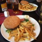 Garlic burger ja House's burger, omnomnom.