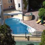 Blick auf das Aussen-Schwimmbad