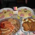 Weisswurst,Bockwurst,Bratwurst,Frankfurter,Schnitzel,Salada de batata Alemão