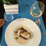 Основное рыбное блюдо - на темном рисе