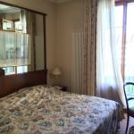 Schönes Zimmer, tolle Matratze, habe wunderbar geschlafen! Belle chambre, calme, super matelas!