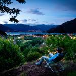 Nächtlicher Blick aus dem Garten überhalb des Wanderweges auf Cannobio