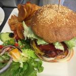La salade niçoise  les petites Farci maison  Le burger en plat du jour Le risotto saint Jacqu