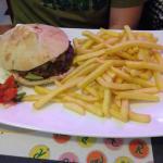 Feine Burger und Pizzen, Preis/Leistung stimmt, sehr freundliches Personal