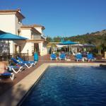 El hotel desde la piscina