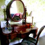 Room furnished with antiques.