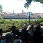 Tables en bordure du Danube