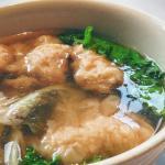 Soupe aux raviolis de crevettes