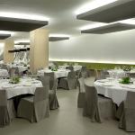 Restaurante con montaje de banquete