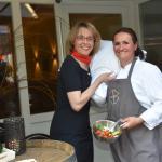 Unsere Küchenmeisterin und Hoteldirektorin freuen sich auf Ihren Besuch