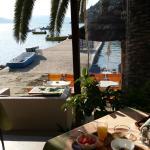salle petit dejeuner..sur la plage