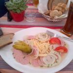 Салат за 8 евро - нарезанные колбаса с луком и сыром