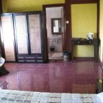 Spacious room, queen bed, western facilities and clean
