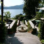 Blick aus dem Hotel auf Garten und See