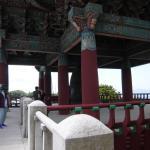入口付近の鐘楼