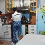 Кухня. Тут в основном и происходили встречи со всеми гостями. Были как русские, так и иностранцы