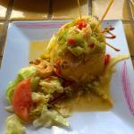 Mofongo relleno de camarones al ajillo.