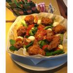 Insalatona con crocchette di pollo, pomodorini, mozzarella e tonno..FANTASTICA !