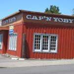 The outside of Cap'n Yoby's in Kelso (09/june/15).