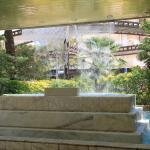 Замечательный фонтан у входа в отель