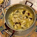 Cocochas en salsa verde, Vieiras, Ortigas rebozadas, comedor interior, rincón interior