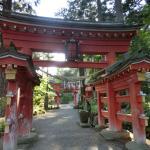 達谷西光寺 お寺ですが鳥居をくぐって入ります