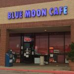 ‪Blue Moon Cafe‬