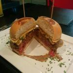 Tartuffo. Esse hambúrguer é delicioso e de sabor muito diferente. Adorei.