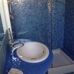 Salle de bains, chambre avec balcon,
