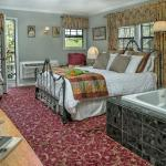 Lady Brittany Deluxe Queen Room