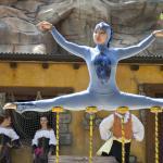 Fantastici spettacoli con ballerini e acrobati (135930824)
