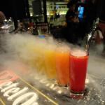 Rainbow shot เครื่องดื่มที่สั่งแล้วต้องไปชมและกินหน้าบาร์เท่านั้น เป็นทีเด็ดของร้านเลย รสชาติดี