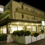 Particolare notturno dell'hotel e del suo rinomato Ristorante