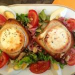 Salade de chèvre chaud, belle aspect, mais en dessous surprise, lire mon commentaire.