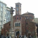 La chiesa con l'antistante Colonna del Leone