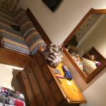 Das Zimmer mit 2Betten nebeneinander. Der Safe kostet 30 € p. Woche. Internet kostet auch, Klima