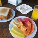 Opção 2 Café da Manhã Frutas e Tostadas