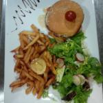 La suggestion du Chef ! Burger magret de canard sauce foie gras et sa tomate cerise, frite MAISO