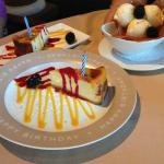 Cheese cake and cinnamon ice cream