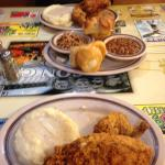 Fried chicken, mashed potatoes with gravy and roll